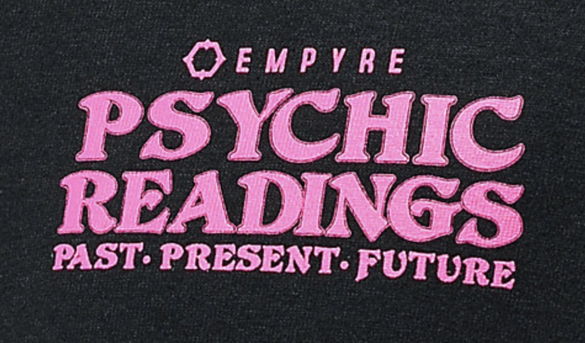 "What font is used in the Words ""Psychic Readings""? I don't think it's Pretoria."